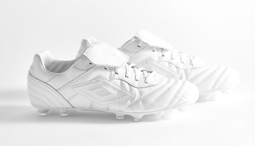 http://www.footpack.fr/wp-content/uploads/2017/08/chaussures-football-Umbro-Speciali-Eternal-Blanc-img2-1050x602.jpg