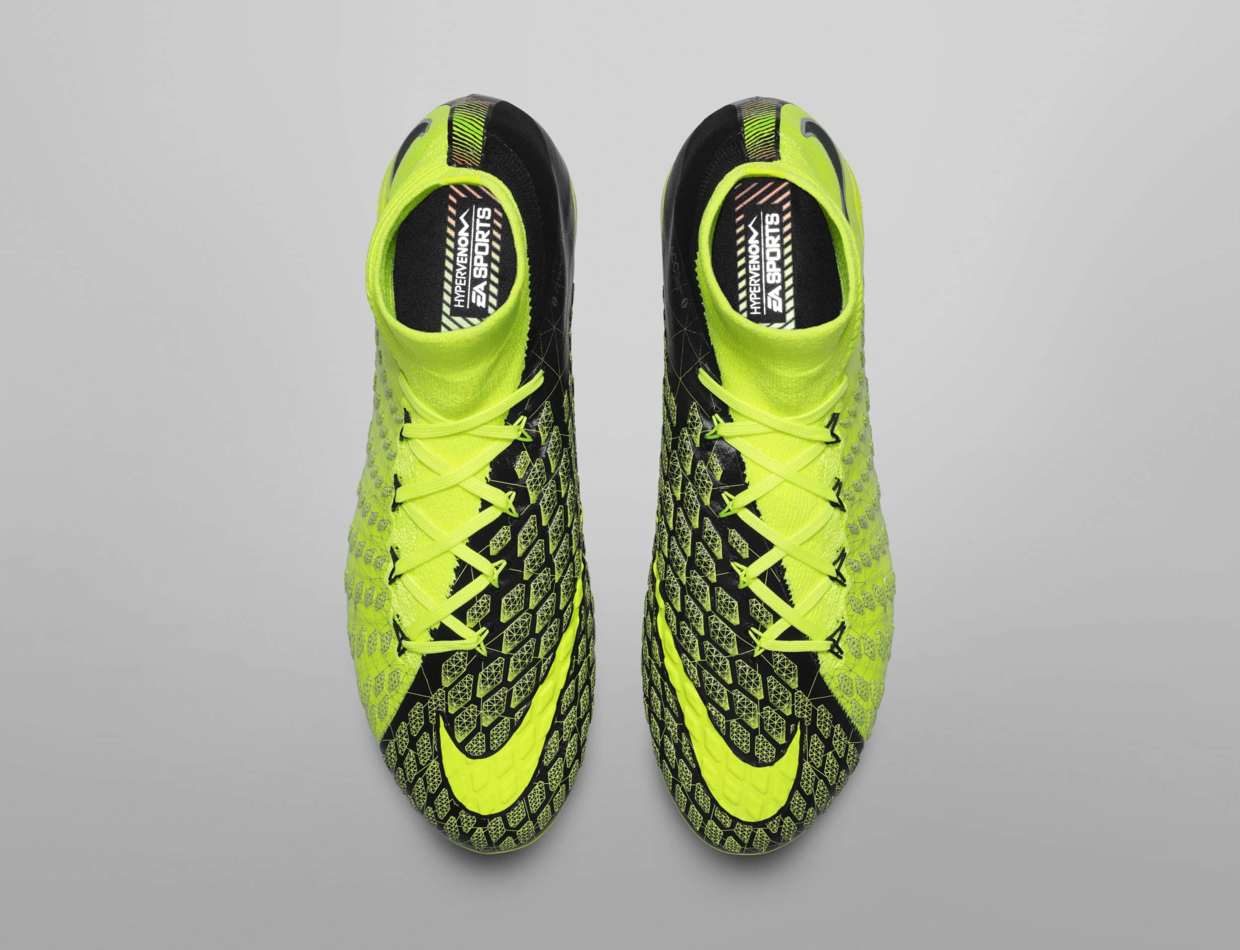 chaussure-football-nike-hypervenom-3-DF-ea-sports-fifa18-cavani-3