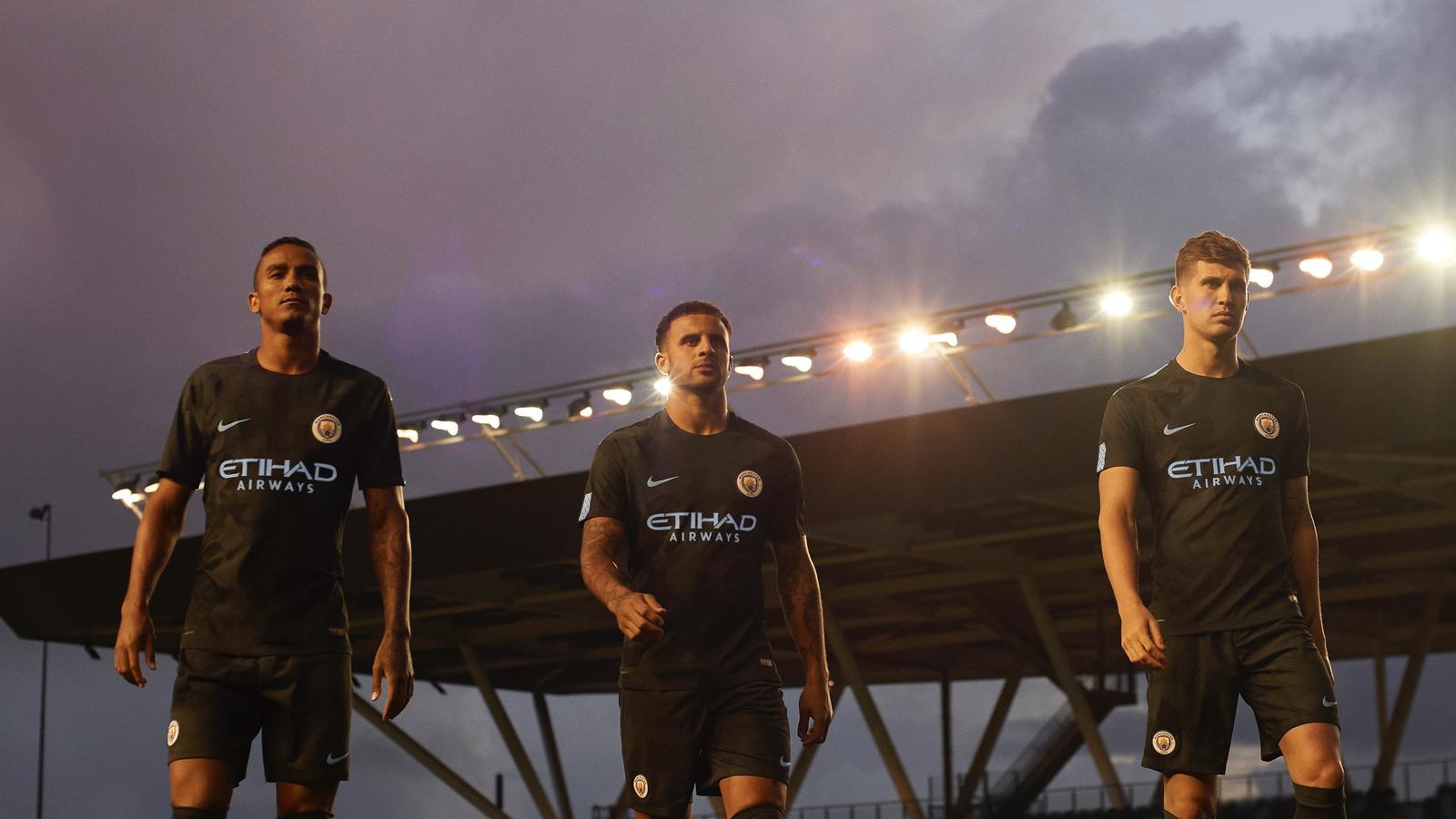 maillot-football-manchester-city-2017-2018-ligue-des-champions-septembre-3