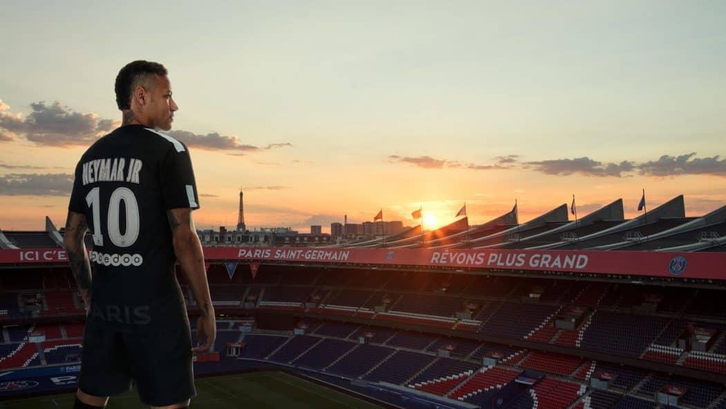 http://www.footpack.fr/wp-content/uploads/2017/09/nouveau-maillot-football-psg-noir-2017-2018-1050x591.jpg