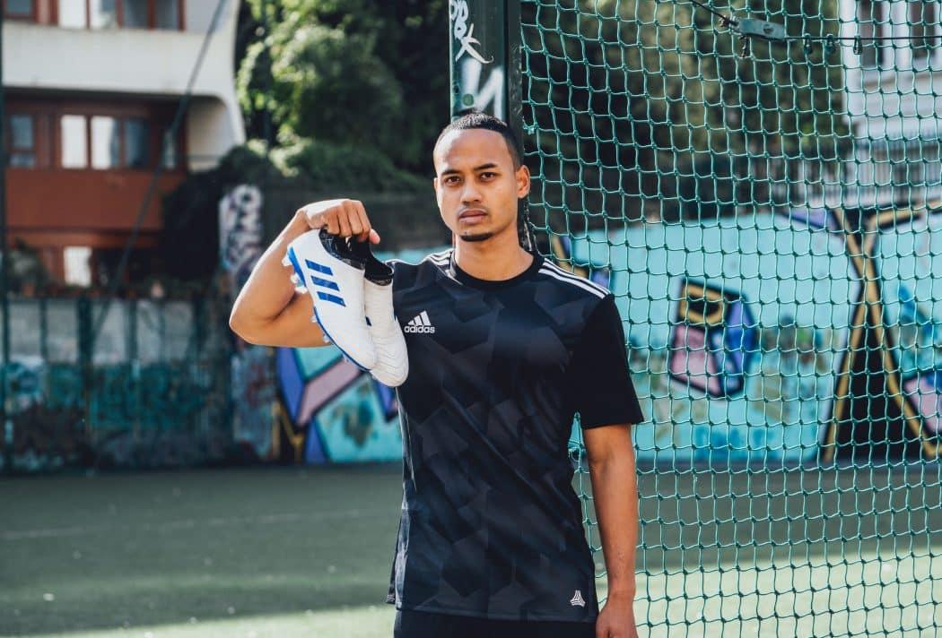 http://www.footpack.fr/wp-content/uploads/2017/10/chaussure-football-adidas-GLITCH-lancement-france-1050x712.jpeg