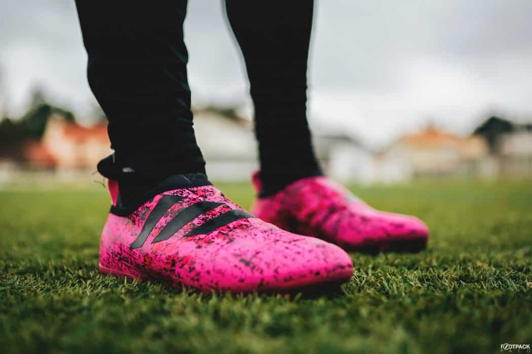 http://www.footpack.fr/wp-content/uploads/2017/10/chaussure-football-adidas-glitch-hacked-collection-rose-octobre-2017-4-1050x700.jpg