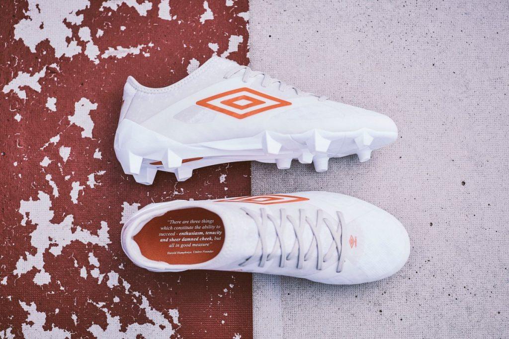 chaussure-football-pack-triadic-umbro-4