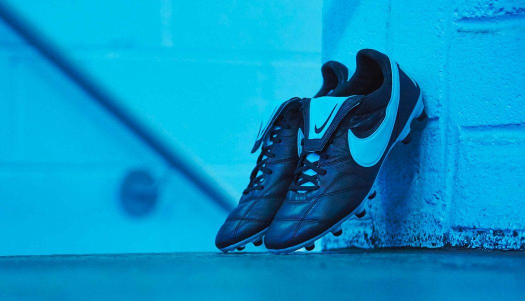 http://www.footpack.fr/wp-content/uploads/2017/10/chaussures-football-Nike-Tiempo-Premier-II-Black-Blue-Gamma-img2-1050x602.jpg