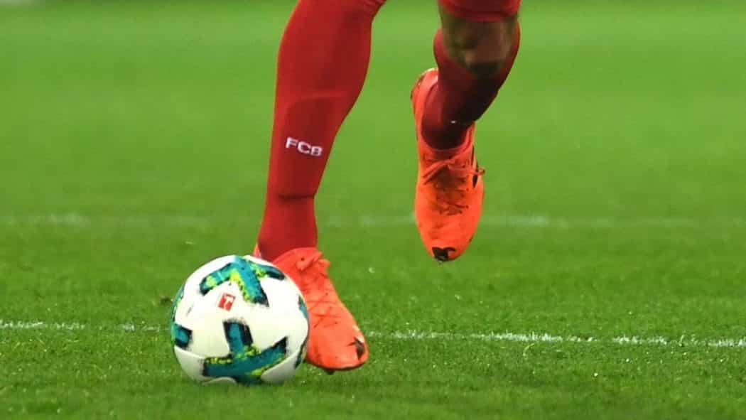 http://www.footpack.fr/wp-content/uploads/2017/11/Hummels-adidas-ace-trou-1050x591.jpg