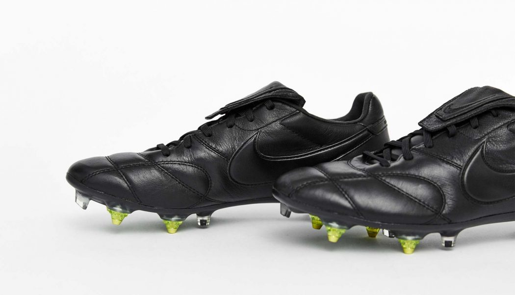 http://www.footpack.fr/wp-content/uploads/2017/11/chaussures-football-nike-premier-II-triple-black-Anti-CLog-img2-1050x602.jpg