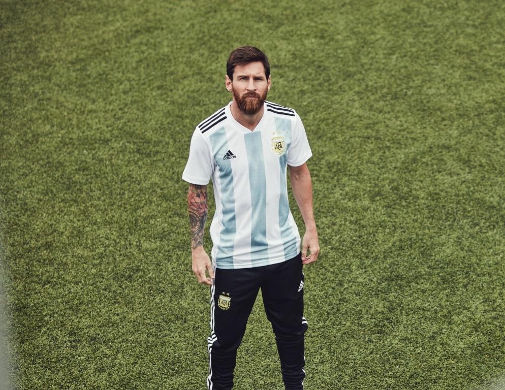 Adidas pr sente les maillots de l 39 argentine pour la coupe du monde 2018 - Lieu coupe du monde 2018 ...