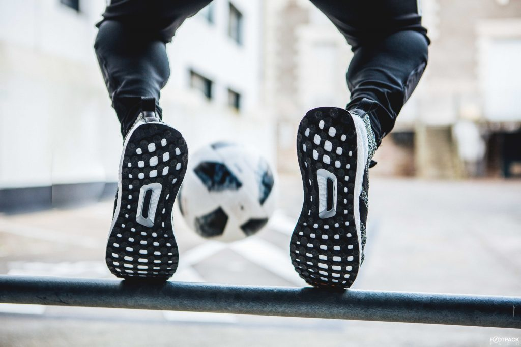 chaussure-inspiree-football-adidas-ACE16-Ultraboost-5
