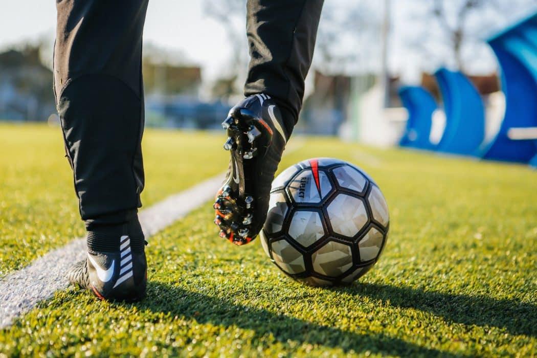 http://www.footpack.fr/wp-content/uploads/2017/12/chaussures-football-Nike-Hypervenom-semelles-Pebax-img2-1050x700.jpg