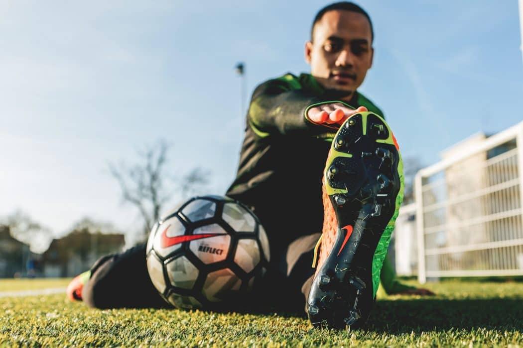 http://www.footpack.fr/wp-content/uploads/2017/12/chaussures-football-Nike-Hypervenom-semelles-Pebax-img3-1050x700.jpg