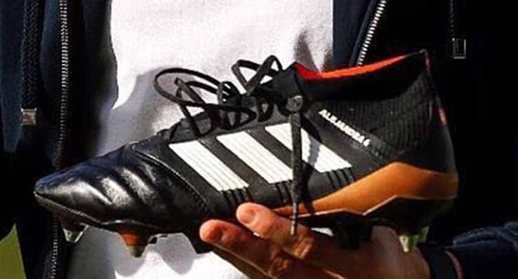 http://www.footpack.fr/wp-content/uploads/2017/12/chaussures-football-adidas-predator-18-cuir.jpg
