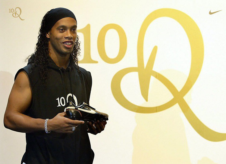 http://www.footpack.fr/wp-content/uploads/2018/01/Top-5-chaussures-football-Ronaldinho.jpg