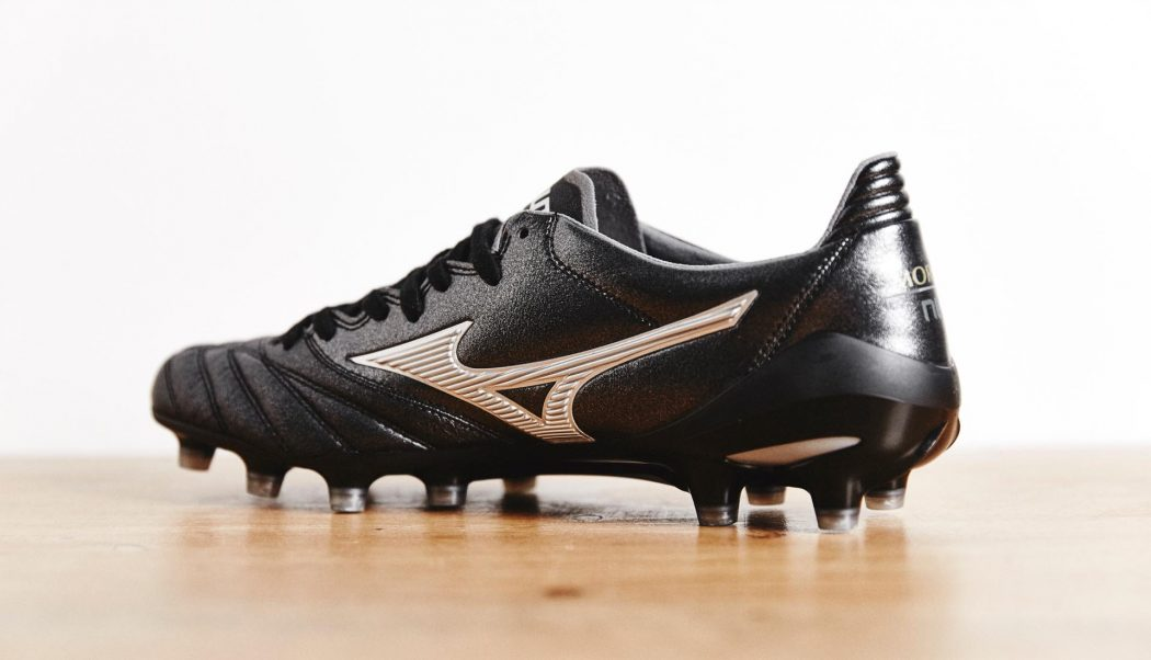 http://www.footpack.fr/wp-content/uploads/2018/01/chaussures-football-morelia-neo-noir-argent-img1-1050x602.jpg