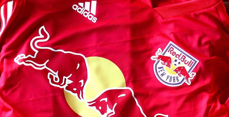 http://www.footpack.fr/wp-content/uploads/2018/01/maillot-football-adidas-New-York-Red-Bulls-away-2018-img1.jpg