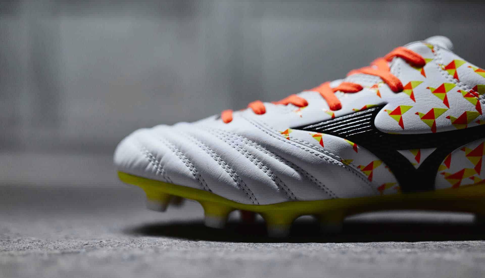 chaussures-football-Mizuno-Morelia-Neo-Origami-blanc-orange-jaune-img1