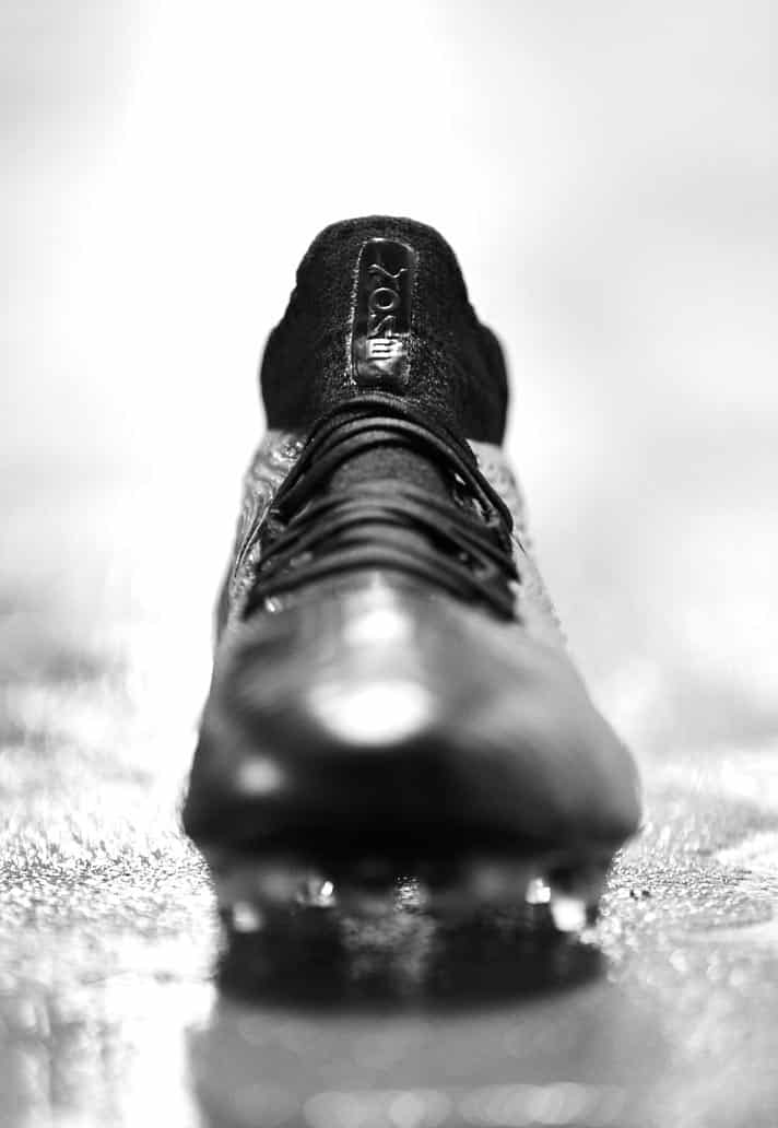 chaussures-football-puma-one-18-blackout-img6