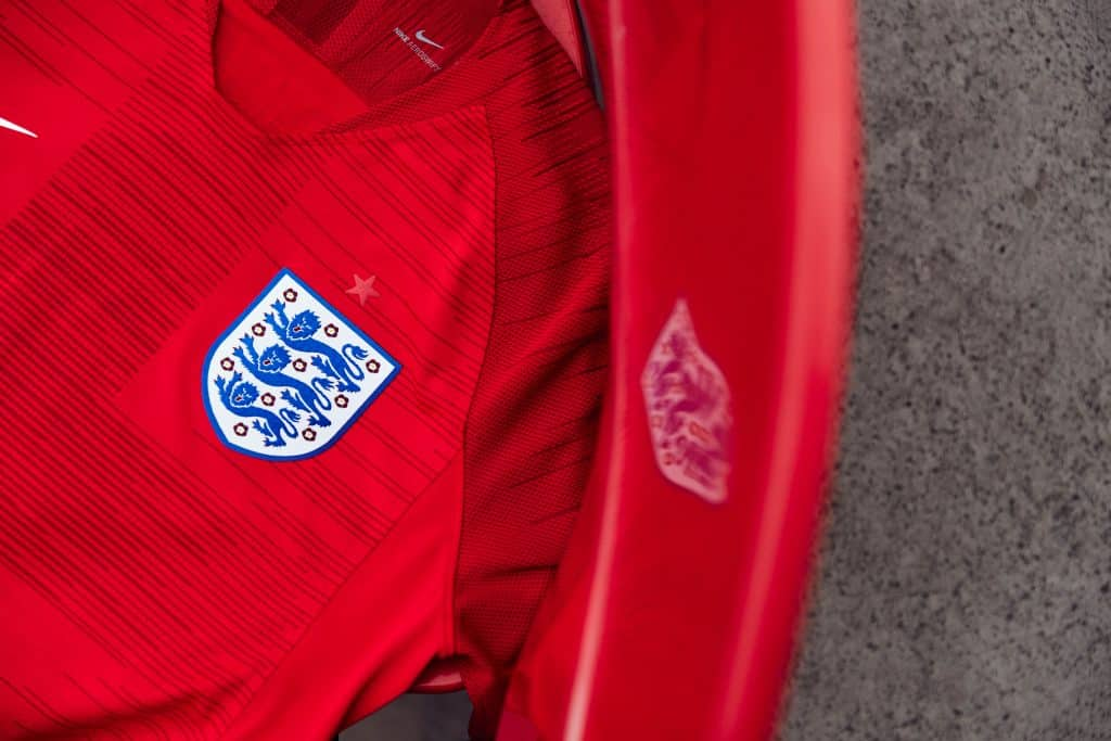 nouveau-maillot-football-nike-angleterre-coupe-du-monde-2018-2