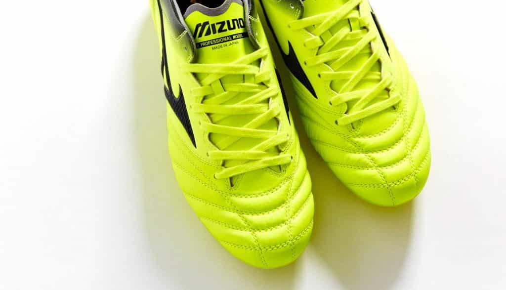 chaussure-foot-mizuno-morelia-neo-II-MIJ-safety-yellow-black-3