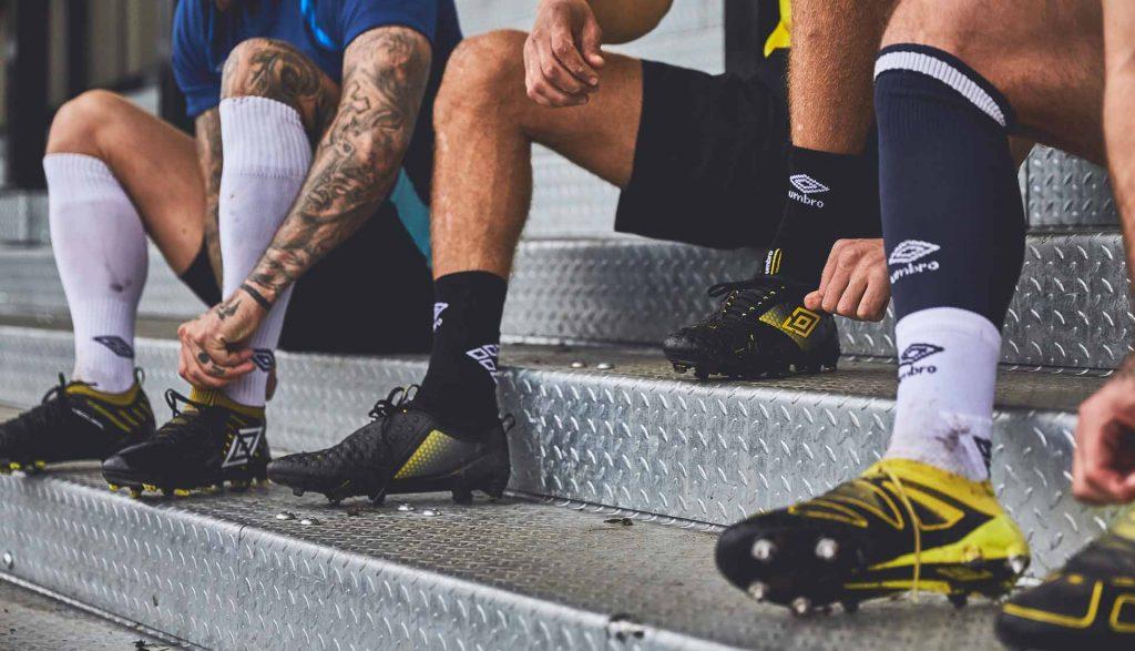 chaussure-foot-umbro-black-golden-kiwi-pack 5