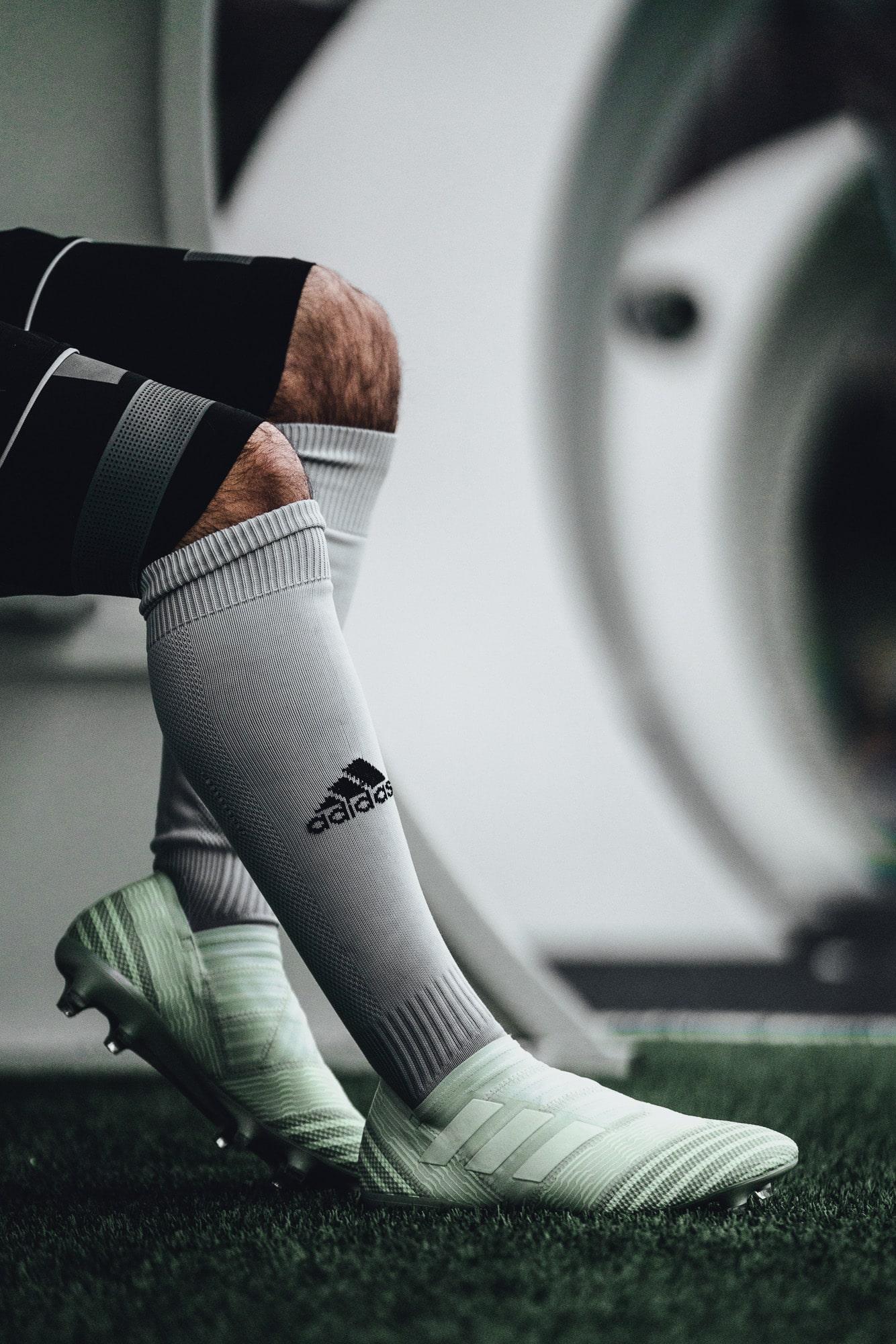 chaussure-football-adidas-nemeziz-deadly-strike-mars-2018