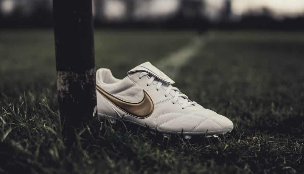 http://www.footpack.fr/wp-content/uploads/2018/03/chaussures-football-Nike-premier-2-white-gold-r10-img1-1050x602.jpg