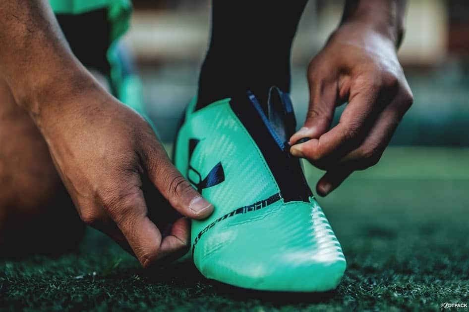 chaussures-football-Under-Armour-Spotlight-2-vert-img4