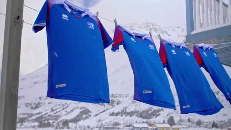 errea d 233 voile les maillots de l islande pour la coupe du