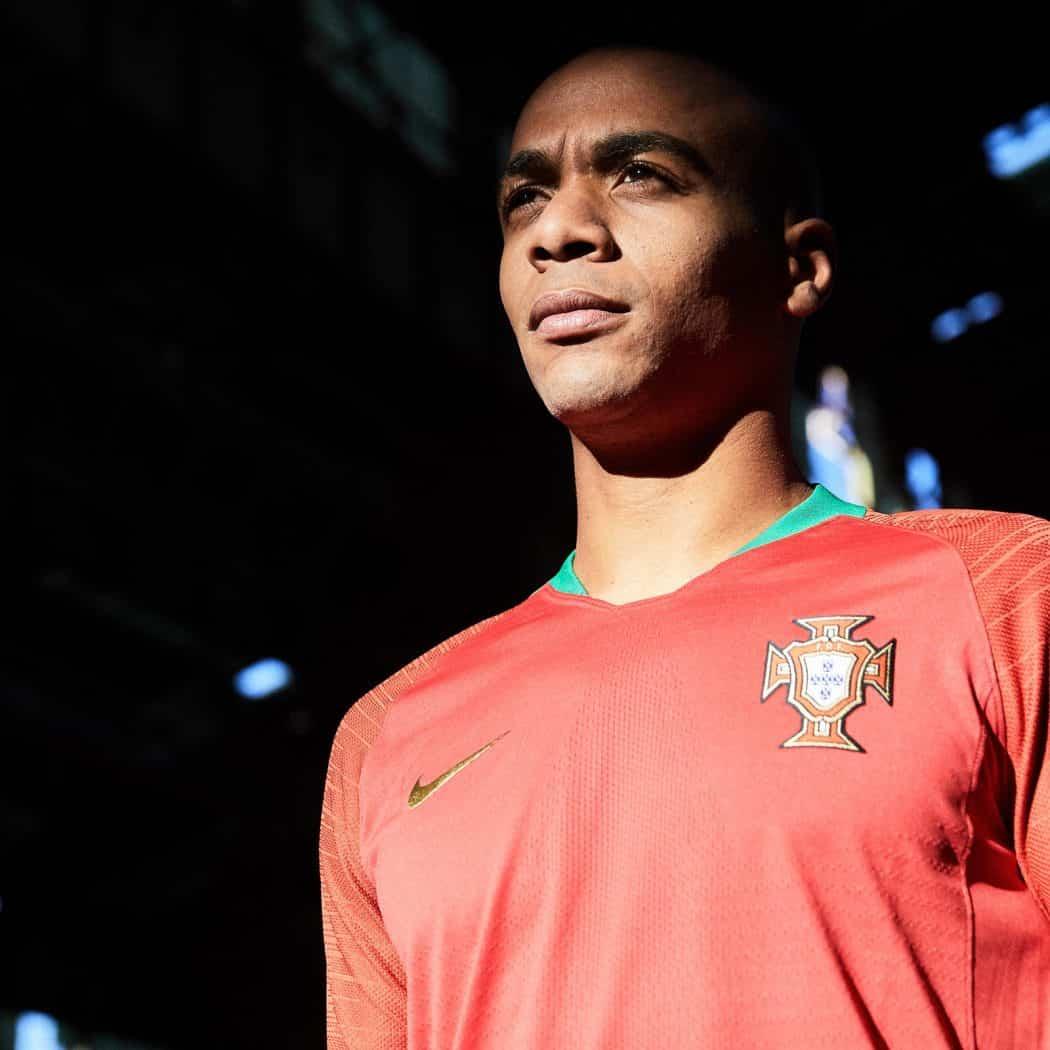 http://www.footpack.fr/wp-content/uploads/2018/03/maillot-portugal-domicile-coupe-du-monde-2018-1050x1050.jpg
