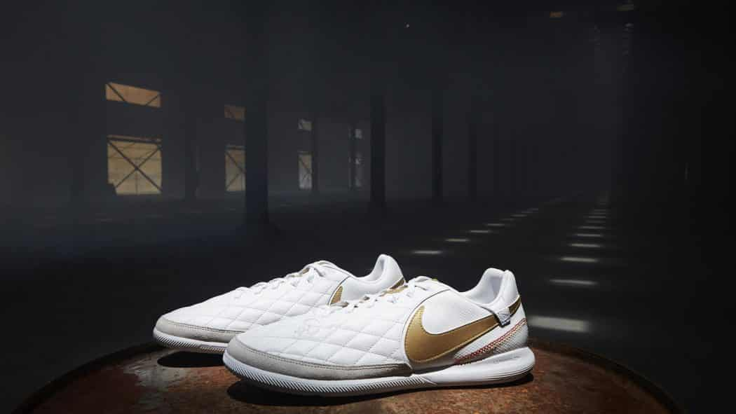 http://www.footpack.fr/wp-content/uploads/2018/04/chaussures-football-Nike-Tiempo-X-10R-Barcelone-img5-1050x591.jpg