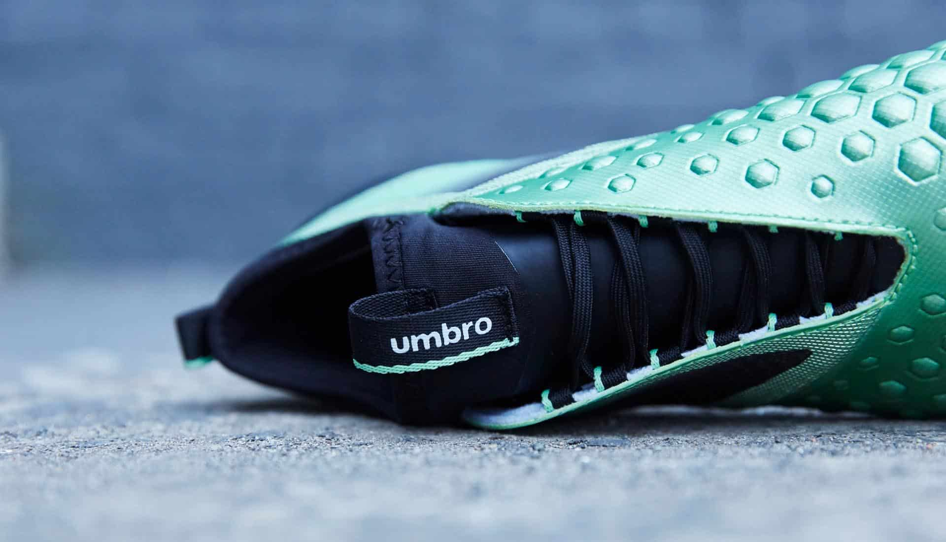 chaussures-football-umbro-pastel-collection-ux-accuro-II-img1