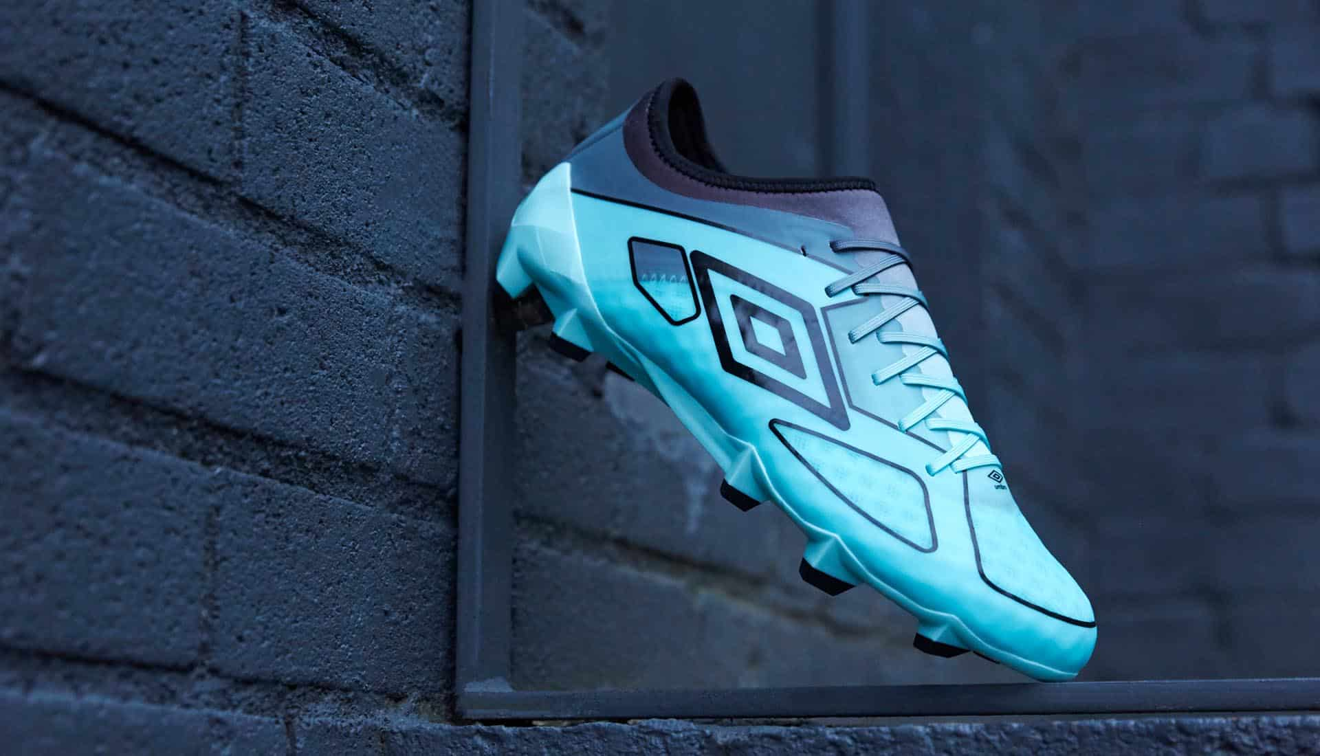 chaussures-football-umbro-pastel-collection-velocita-III-img2