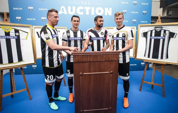 maillots-football-differents-udinese-calcio-italie-avril-2018