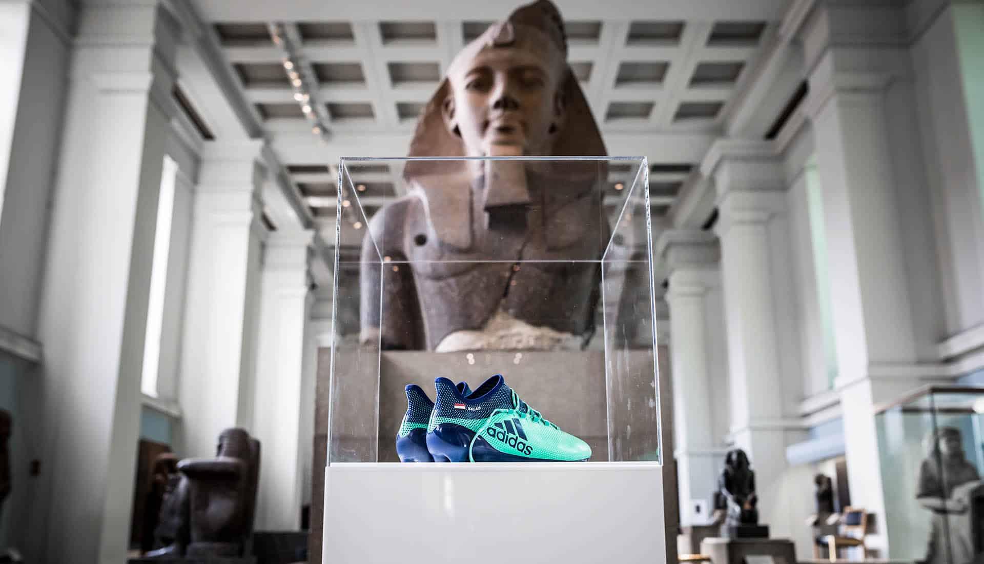 chaussures-football-adidas-X17-Mohamed-Salah-British-Museum-img2