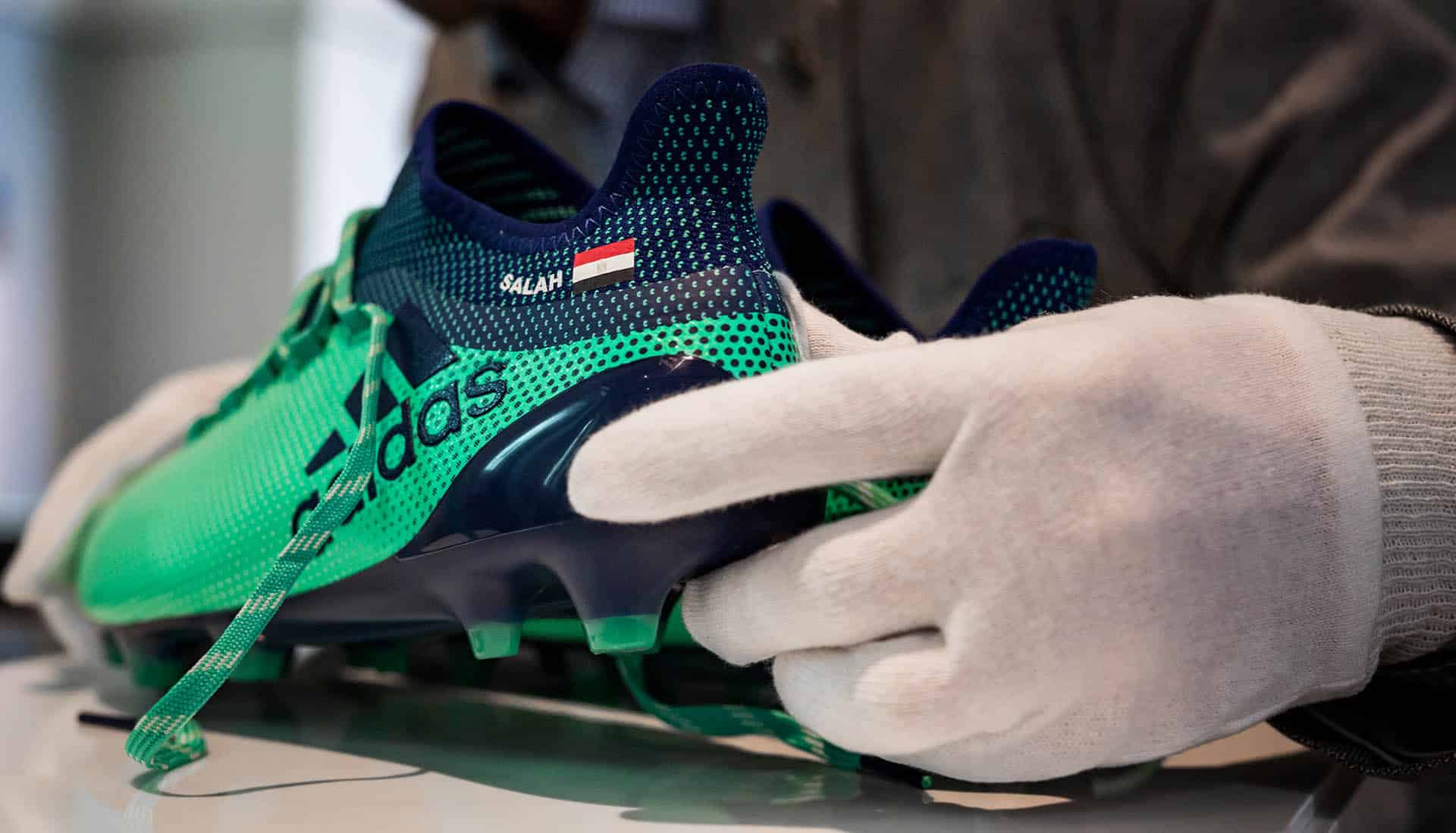 chaussures-football-adidas-X17-Mohamed-Salah-British-Museum-img3