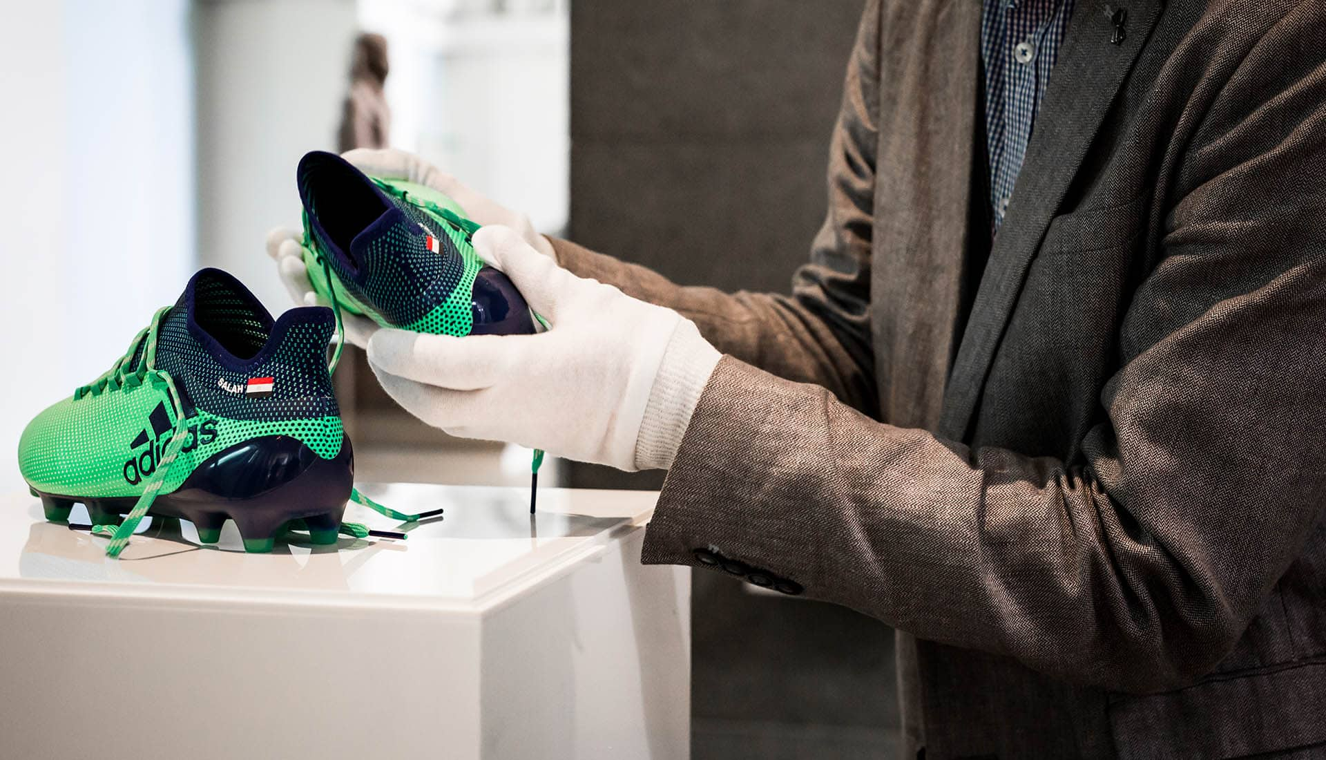 chaussures-football-adidas-X17-Mohamed-Salah-British-Museum-img5