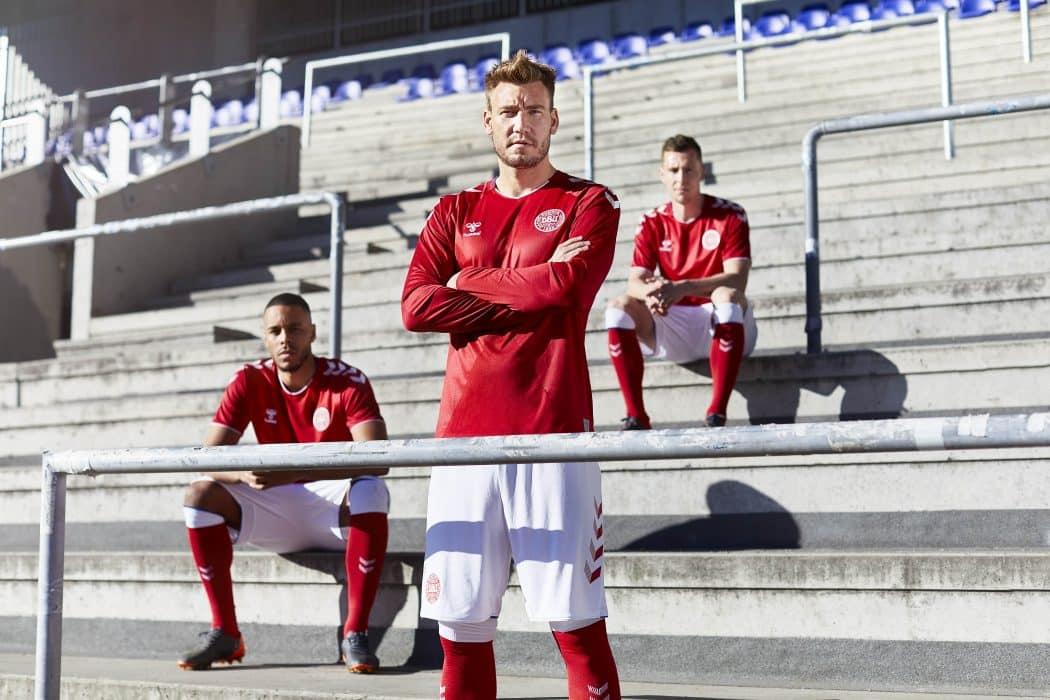 http://www.footpack.fr/wp-content/uploads/2018/05/maillot-football-selection-danemark-coupe-du-monde-2018-3-1050x700.jpg