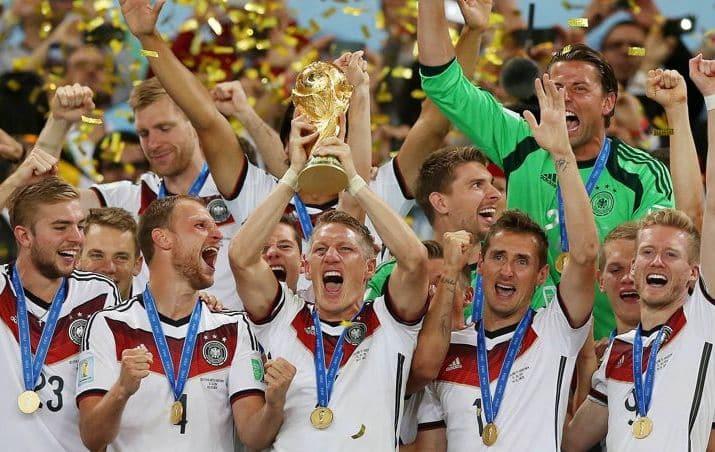 http://www.footpack.fr/wp-content/uploads/2018/06/Maillot-football-adidas-allemagne-coupe-du-monde-2014-juin-2018-1.jpg