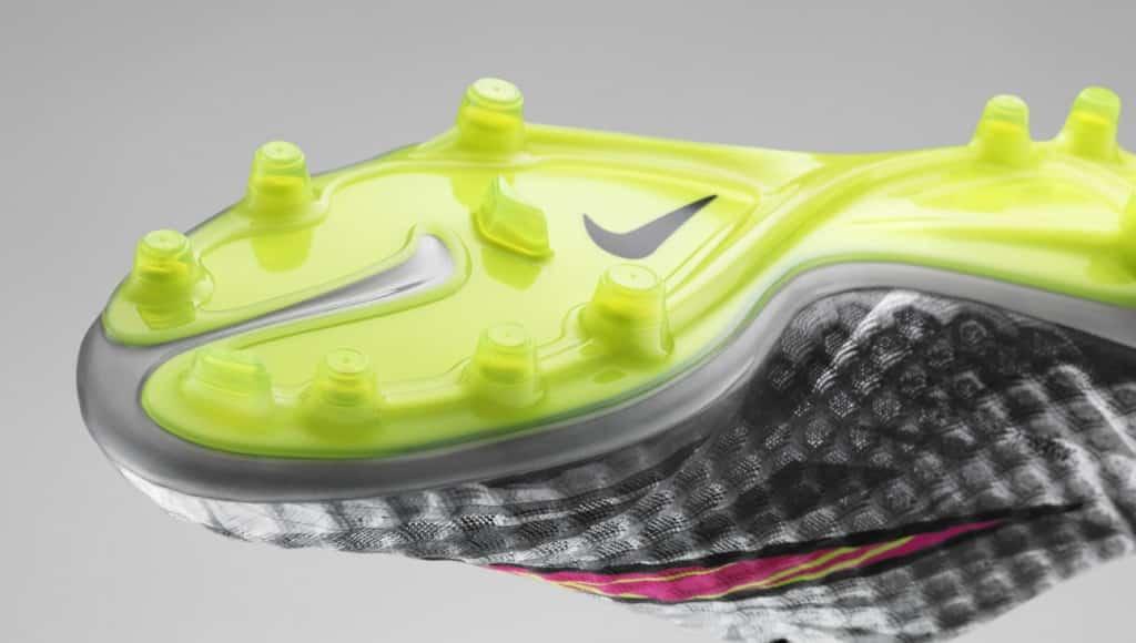 chaussure-neymar-nike-hypervenom-liquid-diamond-2
