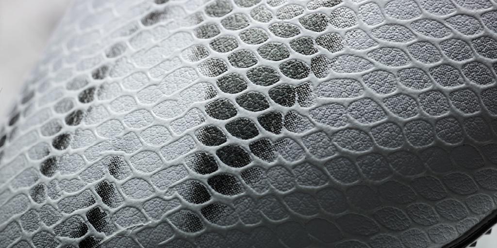 chaussure-football-adidas-F50-Blanc-Noir