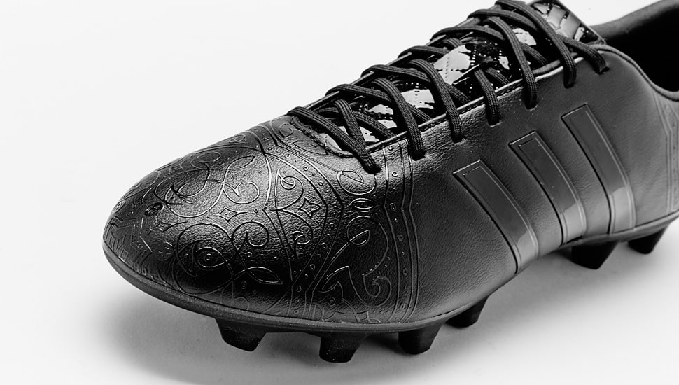 chaussure-football-adidas-black-pack-11Pro-2