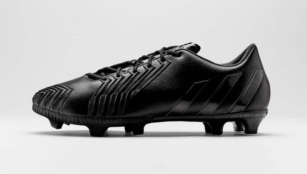 chaussure-football-adidas-black-pack-predator-instinct