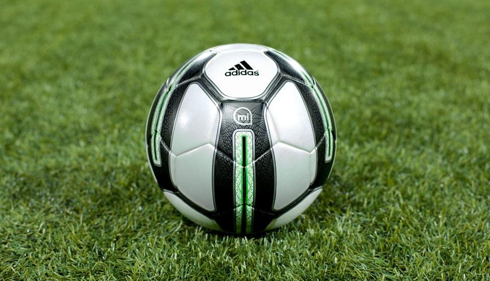 Adidas a sorti son ballon connecté, le Smart Ball. Découvrez les fonctionnalités de ce ballon révolutionnaire.