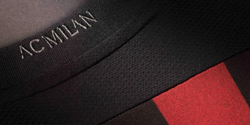 Alors que sur le rectangle vert, l'AC Milan vit une saison très compliquée, Adidas vient de dévoiler le nouveau maillot 2015-2016 des Rossoneri