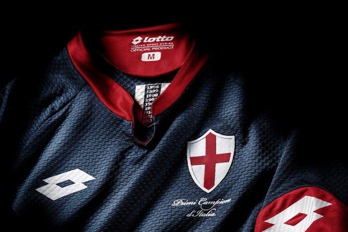 Pour célèbrer le premier décerné en Italie remporté le Genoa en 1898, Lotto à dévoilé un maillot commémoratif qui servira de maillot third pour 2015-2016