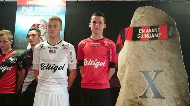 En toute discrétion et avant le match face au Toulouse FC, l'EA Guingamp a dévoilé son prochain maillot domicile pour la saison 2015-2016