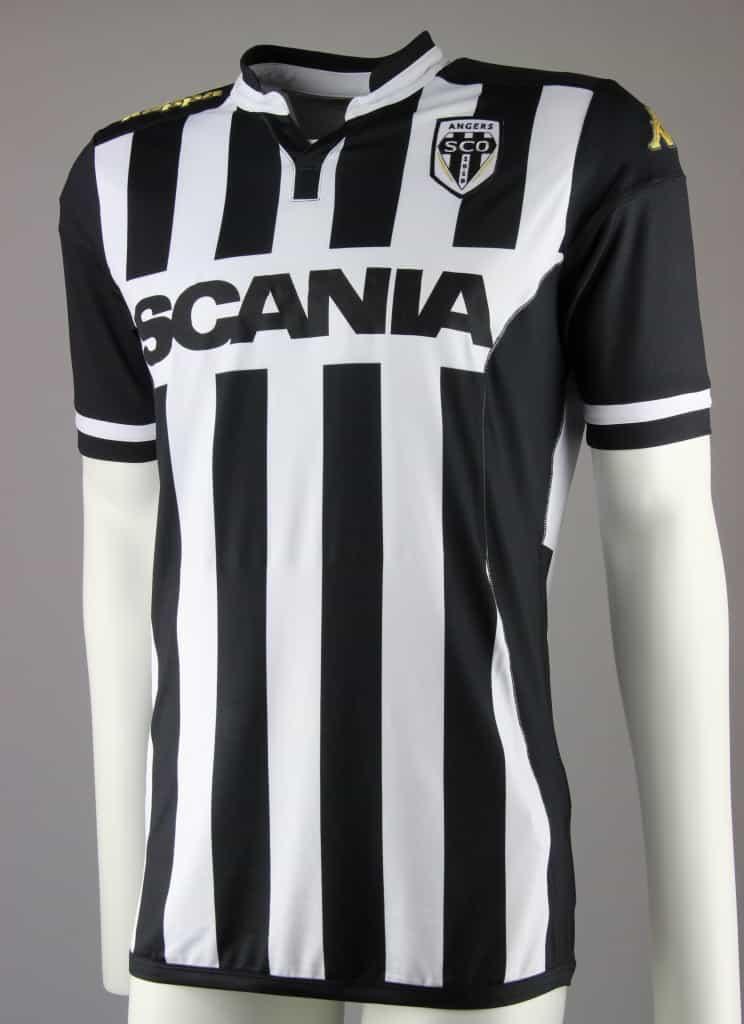 Promu en Ligue 1 22 ans après, le SCO d'Angers vient de dévoiler avec Kappa son équipementier son maillot domicile pour la saison 2015-2016.