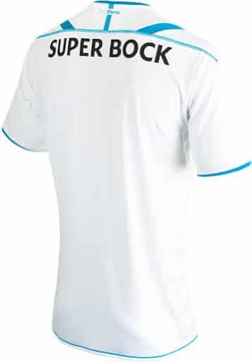 Après avoir dévoilé ses nouveaux silos de chaussures, New Balance présente le maillot exterieur 2015-2016 du FC Porto