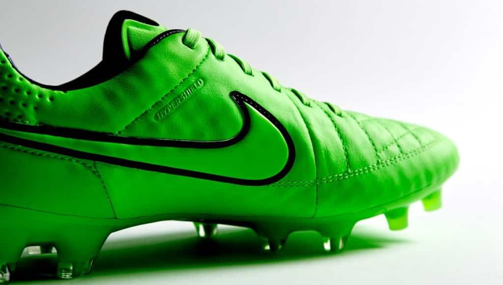 chaussure foot nike vert