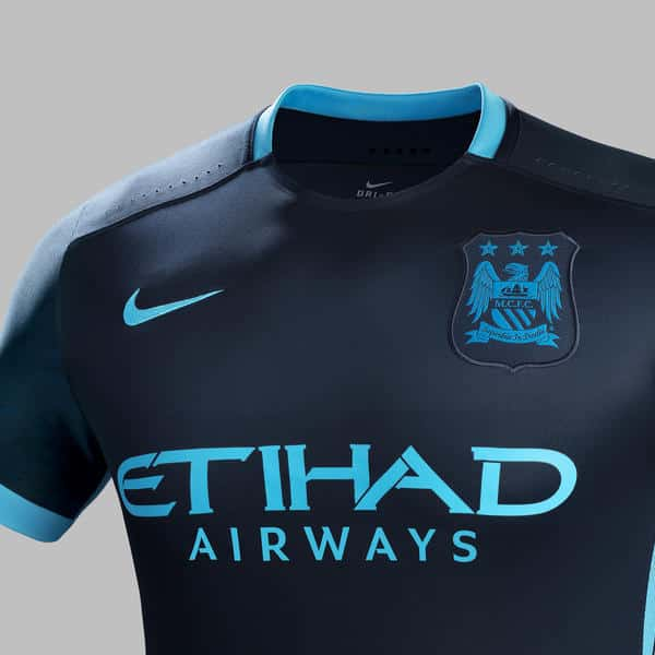 Deuxième du championnat l'an passé, Manchester City et Nike viennent de révéler les maillots des sky blues pour la saison 2015-2016.