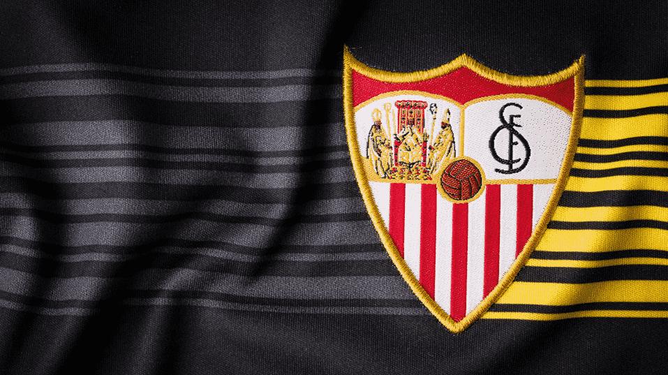 Vainqueur de l'Europa League la saison dernière, le FC Séville vient de dévoiler ses nouveaux maillots pour 2015-2016, des tenues signées New Balance